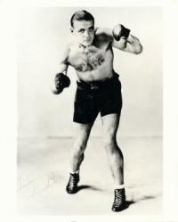 Anton Raadik boxer