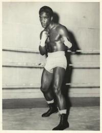 Milo Savage boxer