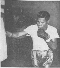 Leo Espinosa boxer