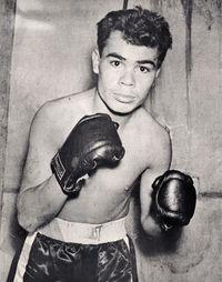 Efren Torres boxer