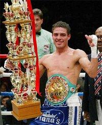 Oscar Larios boxer
