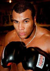 Attila Levin boxer