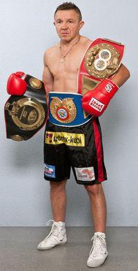 Dariusz Snarski boxer