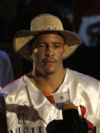 Tito Mendoza boxer