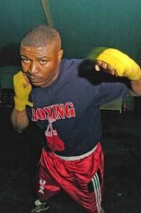 Dennis McKinney boxer