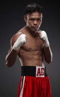Along Denoy boxer
