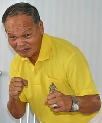 Chartchai Chionoi boxer