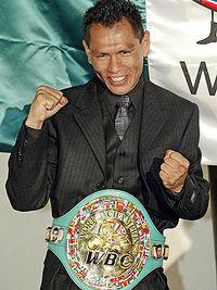 Isaac Bustos boxer