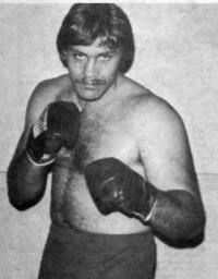 Lou Esa boxer