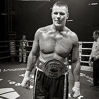 Leif Larsen boxer