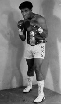 Mani Vaka boxer