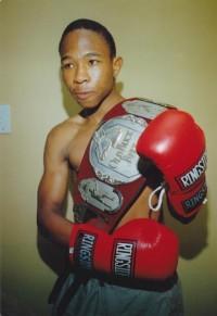 Lunga Ntontela boxer