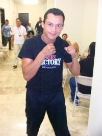 Azael Gonzalez boxer