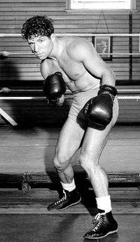 Bep van Klaveren boxer