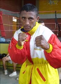 Evert Bravo boxer