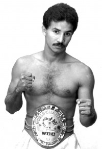 Miguel Lora boxer