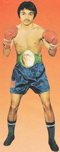 Saensak Muangsurin boxer