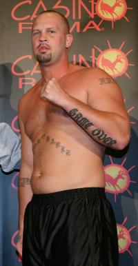 Kevin Montiy boxer
