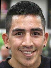Leo Santa Cruz boxer