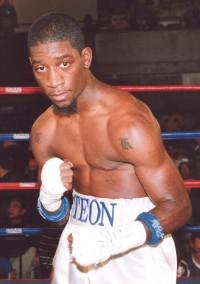 Teon Kennedy boxer