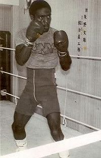 Bruce Curry boxer