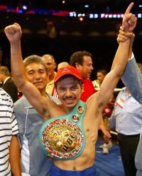 Omar Nino Romero boxer