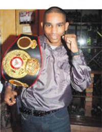 Santiago Samaniego boxer
