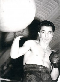 Theo Medina boxer