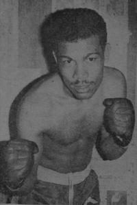 Adolfo Osses boxer